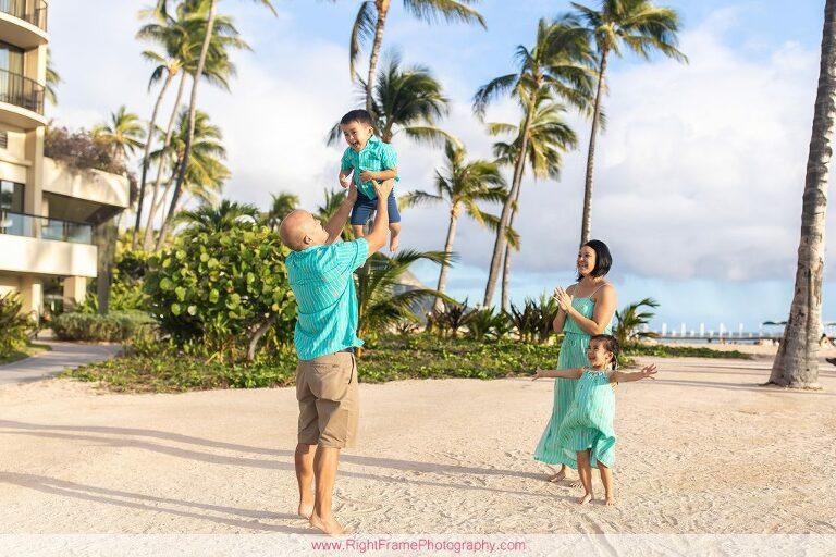 Waikiki beach family photography on Oahu