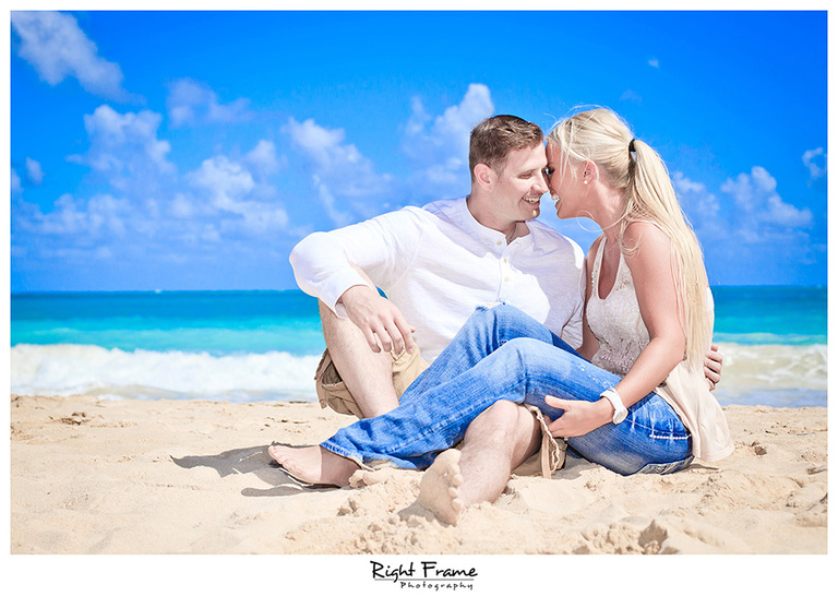 001_Oahu_Engagement_beach_photography