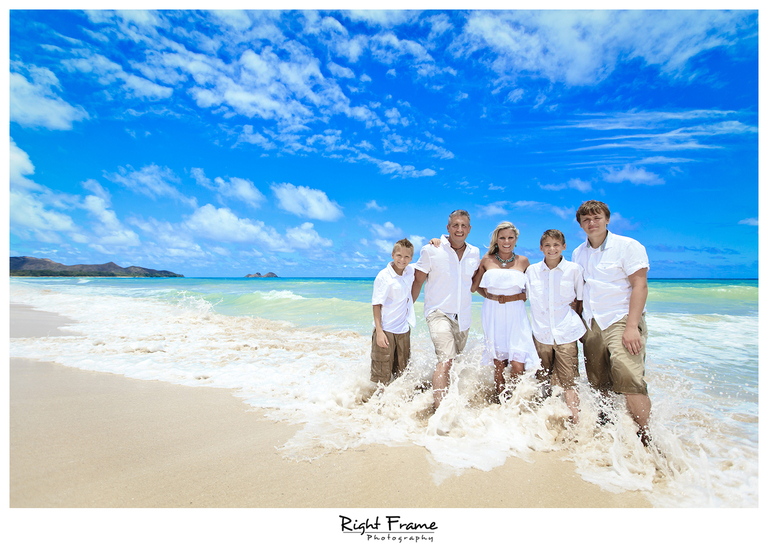001_Oahu_Family_Portrait_on_the_beach