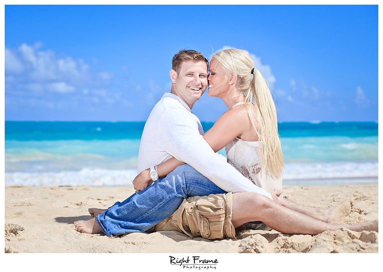 002_Oahu_Engagement_beach_photography