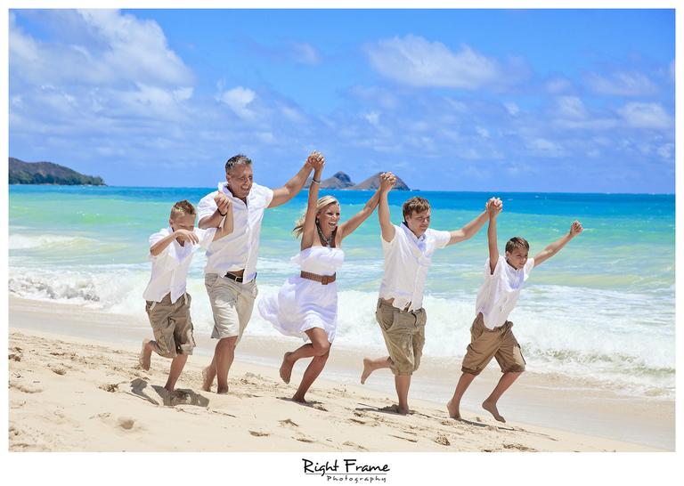 002_Oahu_Family_Portrait_on_the_beach