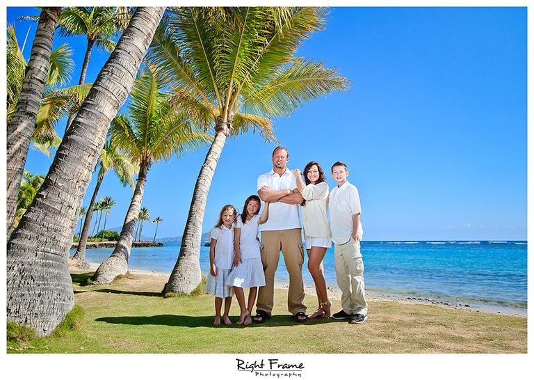 009_Family_Beach_Photographer_in_Honolulu_kahala_Beach