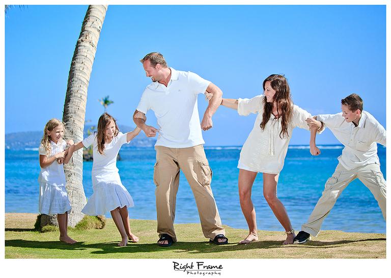 010_Family_Beach_Photographer_in_Honolulu_kahala_Beach
