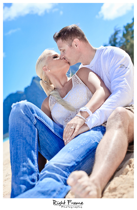 010_Oahu_Engagement_beach_photography