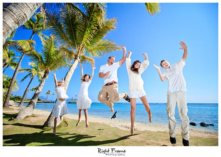 011_Family_Beach_Photographer_in_Honolulu_kahala_Beach