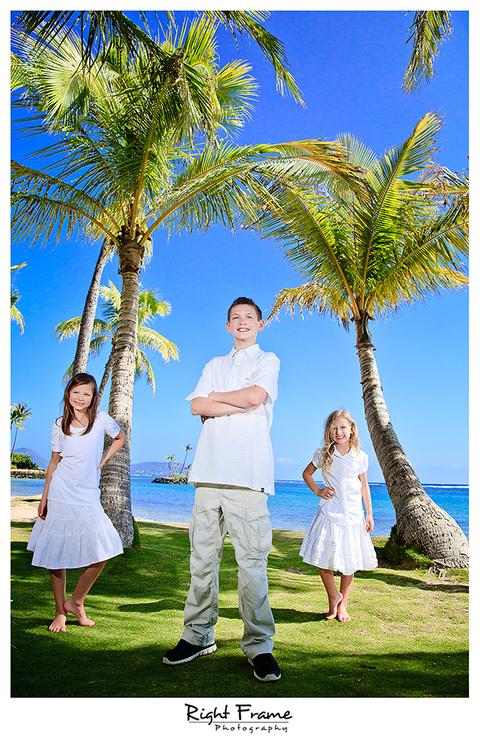 012_Family_Beach_Photographer_in_Honolulu_kahala_Beach