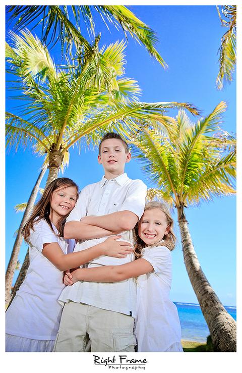 013_Family_Beach_Photographer_in_Honolulu_kahala_Beach