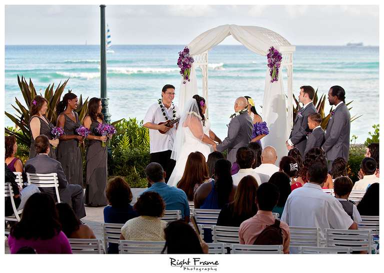 025_Hawaii_Wedding_Photographers_Oahu_moana_surfrider