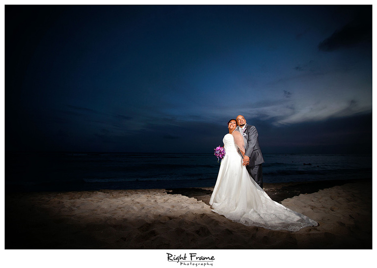 027_Hawaii_Wedding_Photographers_Oahu_moana_surfrider