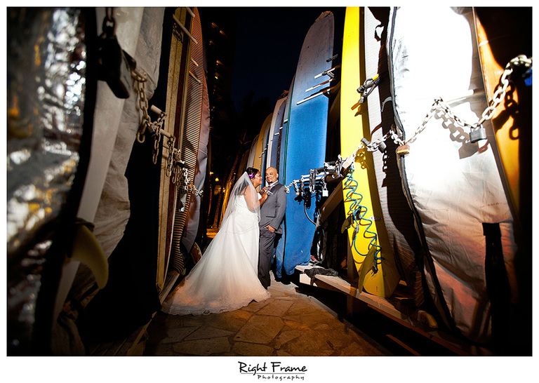 028_Hawaii_Wedding_Photographers_Oahu_moana_surfrider