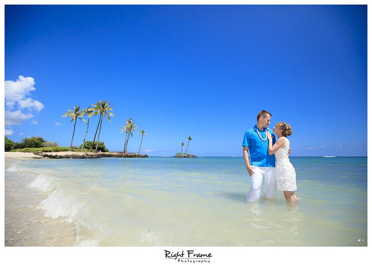 009_Oahu_wedding_photographers_Kahala_Beach