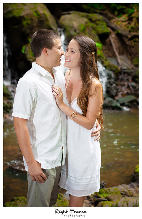 001_Oahu Engagement Photographers