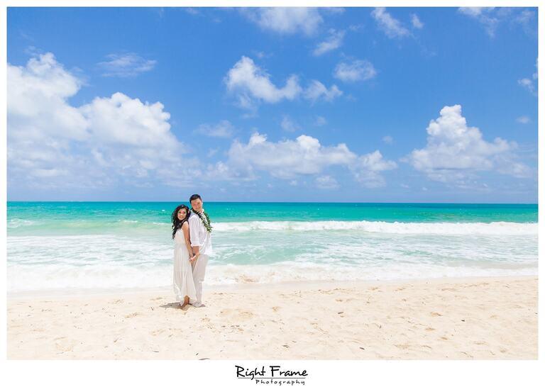 Couple on the hawaiian Beach Sherwood Forest