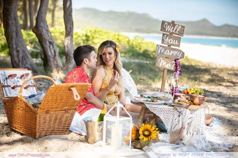 HAWAII PROPOSAL PHOTOGRAPHER BEACH PICNIC PROPOSAL