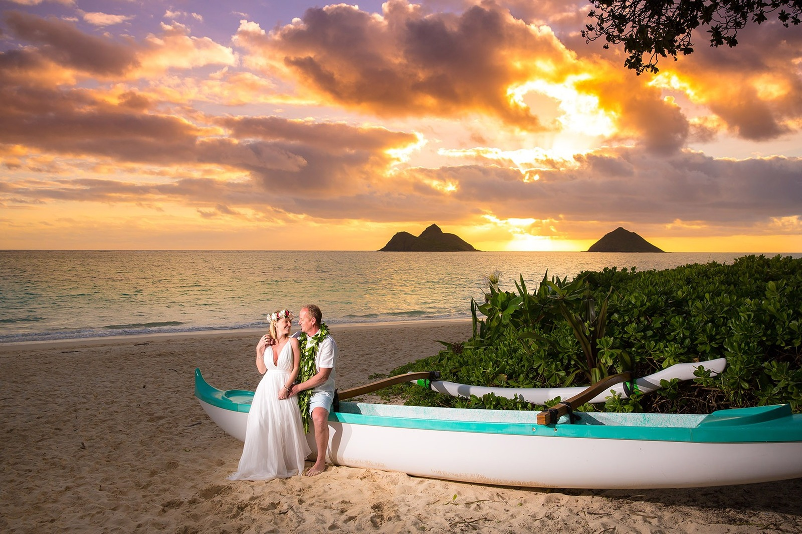 Sunrise Oahu Vow Renewal Photographer Lanikai Beach Hawaii Kailua